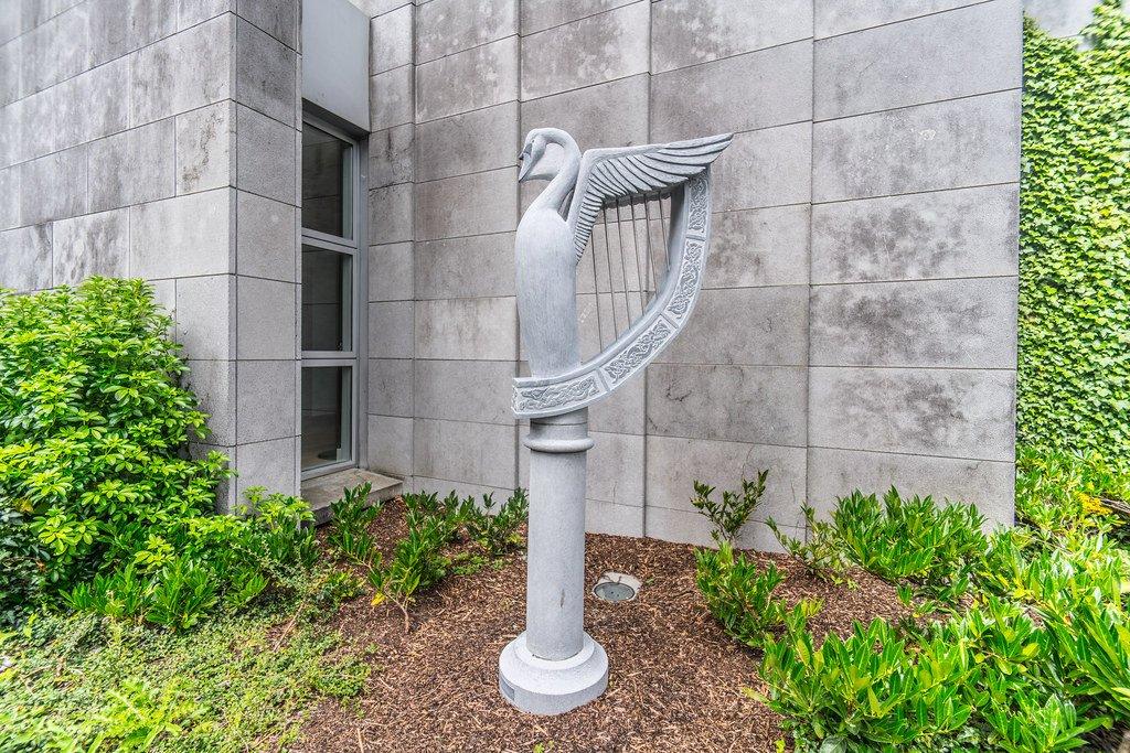 Commemorative Sculpture - Visit Galway