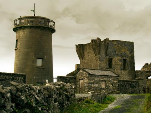 Dún Árann Signal Tower on the Aran Islands - Visit Galway