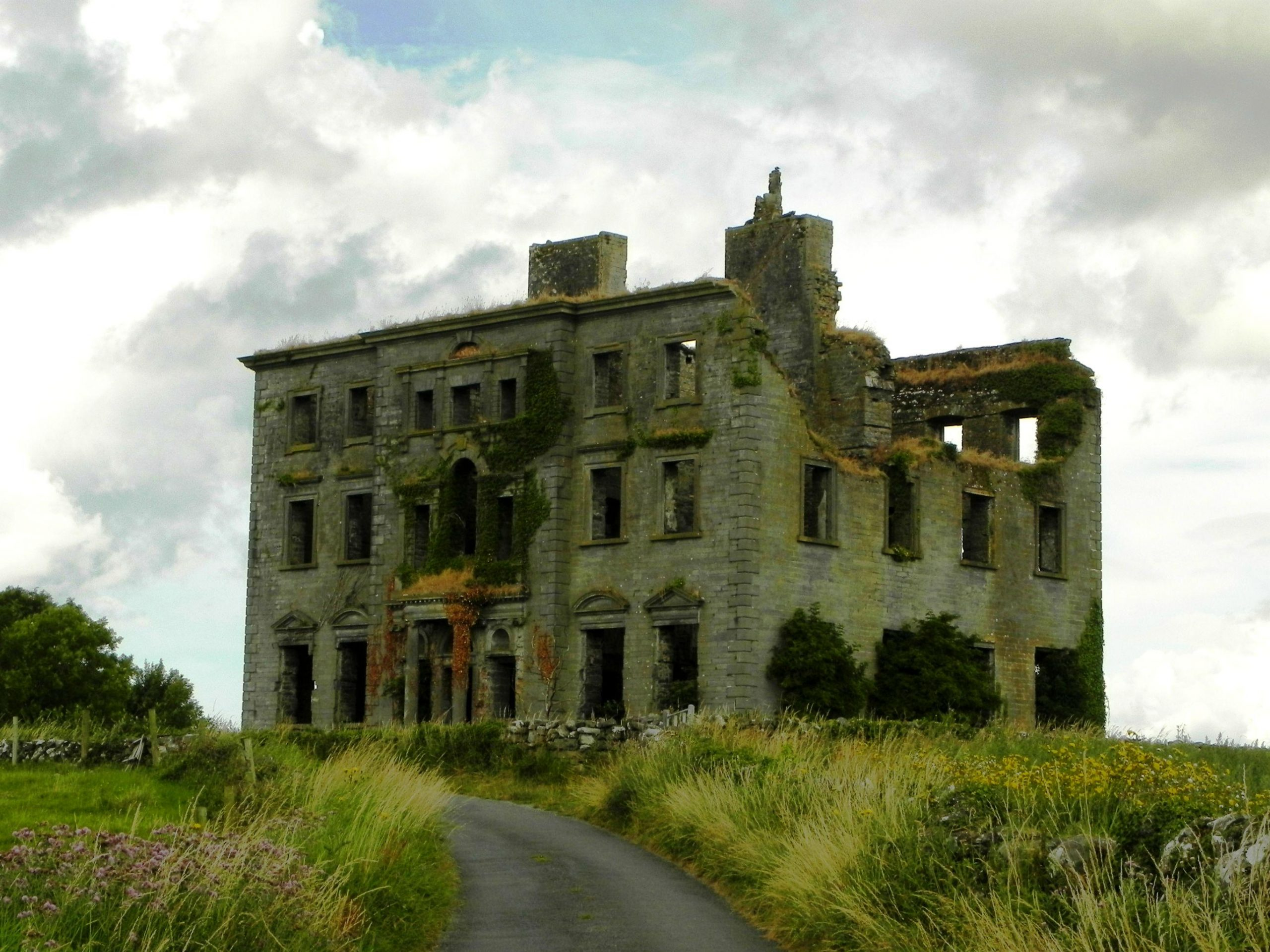 Ghost of Christopher St. George at Tyrone House Ruin - Visit Galway