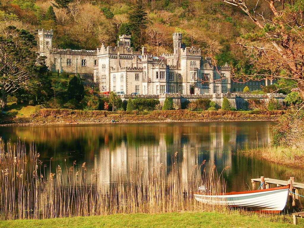 Kylemore Abbey in Autumn - Visit Galway