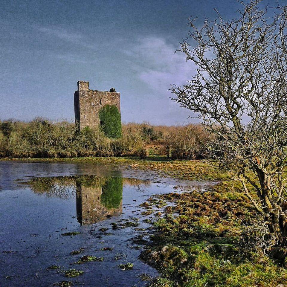 Lydacan Castle Ruins - Visit Galway